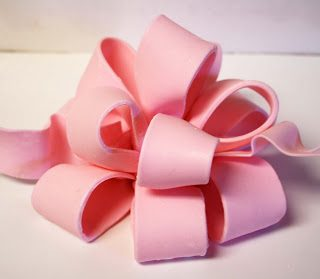 Rose Bakes… How to make a Poofy Bow {Fondant or Gum Paste}, Part 1
