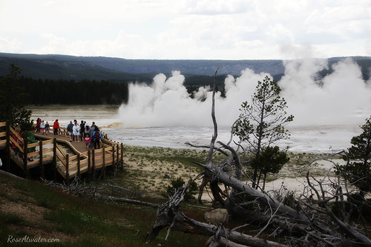 Great Fountain Geyser with crowd