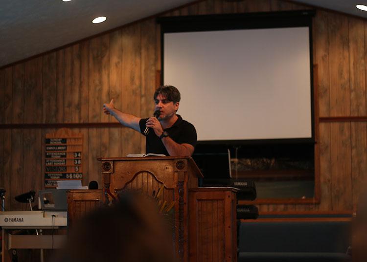 ciro-preaching