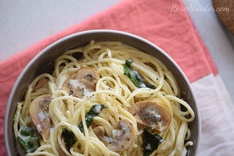 creamy-spinach-and-mushroom-spaghetti-roseatwater